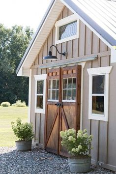 49 Incredible Backyard Storage Shed Makeover Design Ideas - Modern Backyard Storage Sheds, Backyard Sheds, Outdoor Sheds, Shed Storage, Large Backyard, Garden Sheds, Backyard Studio, Backyard Barn, Backyard Buildings