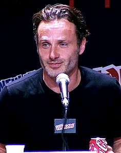 Blog dedicated to British actor Andrew Lincoln, best known for his role as Rick Grimes in the AMC tv...