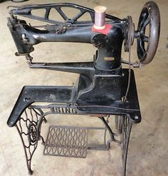 Singer 29-4 Industrial Leather shoe Patch Cobbler Sewing Machine