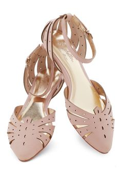 Siren Call Sandal in Pink. Theres no resisting the adorable allure of these sweet Seychelles flats! #pink #modcloth