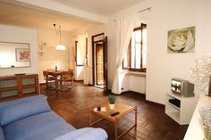 Wohnung in Bellagio, Italien. A wonderful Bellagio experience in the heart of town, just a few steps from the lake, gardens, restaurants and bars.  IL CORTILETTO Apartment is a recently renewed family historical place with its own entrance directly from one of the main stairwa...