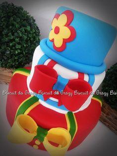 BOLO CENOGRAFICO PATATI PATATA BASES: 15,20 E 30 ANTES DA COMPRA VERIFIQUE DISPONIBILIDADE DE DATA. Bolo Fake, Data, Biscuits, Cupcake, Alice, Conch Fritters, Birthday Cakes, Tiered Cakes, Cake Party