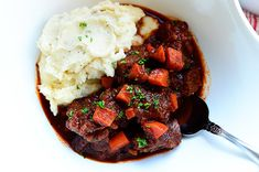Make-Ahead Freezer Meals for Moms-to-be Beef Stew With Creamy Mashed Potatoes-- make ahead, freeze, thaw & serve over mashed potatoesBeef Stew With Creamy Mashed Potatoes-- make ahead, freeze, thaw & serve over mashed potatoes Beef And Potato Stew, Make Ahead Freezer Meals, Freezer Cooking, Freezer Dinner, Cooking Tips, Creamy Mashed Potatoes, Mashed Cauliflower, Soups And Stews, Beef Stews