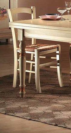 Stylová masivní židle v barvě slonové kosti, sedák slaměný výplet Jedná se o italský stylový nábytek z masivu. Tato stylová masivní židle je vhodná do Corner Sofa, Dining Chairs, Leather, Furniture, Home Decor, Corner Couch, Decoration Home, Sectional Sofa, Room Decor