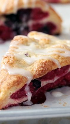 Berry Scones Hurry, before these delightful drizzled desserts are scone. They're berry good!Hurry, before these delightful drizzled desserts are scone. They're berry good! Baking Recipes, Cake Recipes, Dessert Recipes, Kitchen Recipes, Beef Recipes, Chicken Recipes, Recipies, Beaux Desserts, Tasty