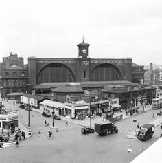 Londons Kings Cross station, 11 August 1952. This station, designed by Lewis Cubitt, opened in 1850 as the terminus for the Great Northern Railway.