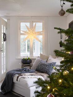 Av Anna Truelsen Foto Jonas Lundberg I senaste numret av Bolig drøm har Jonas och jag med tre stycken julreportag...