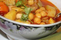 Sopa aromática de frango e legumes