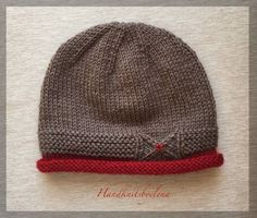 Knit Hat wit a Small Bow in Three Sizes