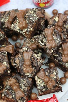 Fudgey, Chocolatey, Gooey Malt Chocolate Brownies with Malteser Spread, Maltesers and Malteser Bunnies! Soooo Malteser Bunnies are the best. Easter Dinner Recipes, Easter Brunch, Easter Appetizers, Easter Desserts, Brownie Recipes, Cake Recipes, Dessert Recipes, Yummy Treats, Sweet Treats