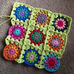 Transcendent Crochet a Solid Granny Square Ideas. Inconceivable Crochet a Solid Granny Square Ideas. Love Crochet, Crochet Motif, Crochet Designs, Crochet Yarn, Crochet Stitches, Crochet Patterns, Crochet Granny, Blanket Crochet, Crochet Blocks