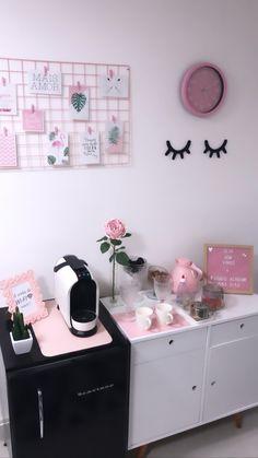 Home Beauty Salon, Home Nail Salon, Nail Salon Design, Hair Salon Interior, Beauty Salon Decor, Salon Interior Design, Spa Room Decor, Beauty Room Decor, Sims 4 Lashes