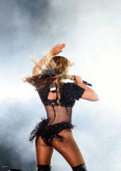 Beyonce Jay Z 'On Th Run Tour' at Bank Stadium in Baltimore July 2014 Curvy Celebrities, Celebs, Beyonce Coachella, Black Pin Up, Wealthy Lifestyle, Run Tour, Beyonce And Jay Z, Sexy, Beyonce Knowles