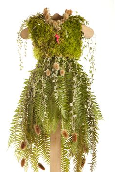 The Little Green Dress Project- lots of these and how they were done Woodland Fairy Costume, Faerie Costume, Dame Nature, Nature Nature, Fairy Clothes, Fairy Dress, Floral Fashion, Botanical Fashion, Flower Dresses