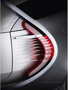 renault -body conforms around seperate details - simple shape - a little too… Concept Cars, Concept Auto, Car And Driver, Transportation Design, Car Lights, Automotive Design, Car Detailing, Tail Light, Design Reference