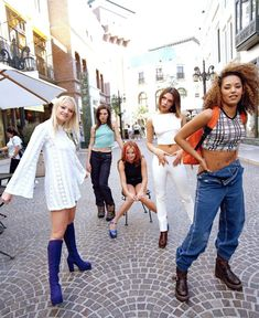 🌍 Who else is off to see these icons this week? Can't wait for a true throwback 🌍 Spice Girls Outfits, Spice Girls Costumes, Halloween Costumes For Girls, Cool Costumes, Baby Spice Costume, Geri Halliwell, Girls World, Rock, Victoria Beckham