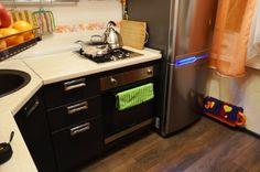 Картинки по запросу кухня в хрущевке с газовой колонкой и холодильником фото