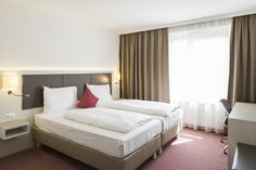 New pic of our grand deluxe room :) Vienna, Bed, Spaces, Furniture, Home Decor, Rome, Homemade Home Decor, Stream Bed, Home Furnishings