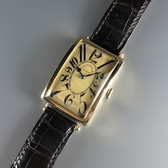 Type 10. Gilt dial with dauphine numerals and blue steel spade hands