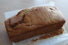 Dit bananenbrood maakte ik het als traktatie voor op het kinderdagverblijf. Ook heerlijk als alternatief gebak thuis bij de thee of koffie.