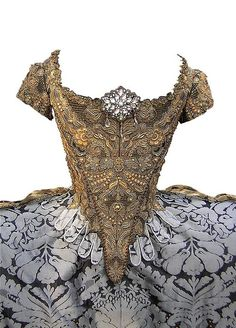 """1750 French court dress"" *I'm dying right now*.."