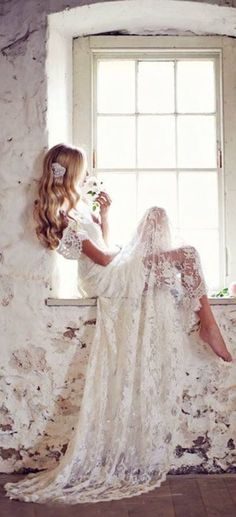 This dress has us like, WHOA! (Seriously, what dreams are made of.) With details fit for a woodland princess, we are obsessing over this gorgeous dress and her effortless pose in the window seat. . . Like if you're crushing on this dress as much as we are! . . #vintage #weddingdress #boho #woodlandweddinsg #summerwedding #weddinginspo #lacedress #effortless #stunning #obsessed #swoonworthy #photography #dreamy