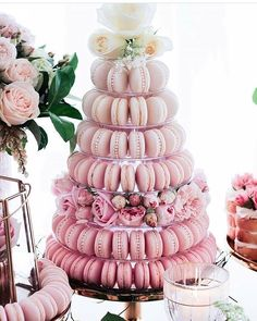 Jazz up your dessert table with a high dose of sweetness! We are super enchanted with this macaron tower in pink ombre shade, exuding a romantic and chic vibe. Who's a fan? Hands up!  Floral @sweeteventstylingbythanhtran / Macarons @onebitemacarons / Image via @thewedlist