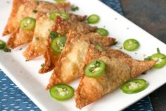 Get that jalapeño popper flavor inside a crispy fried wonton wrapper! Easy Jalapeño Avocado Cream Cheese Wontons are an addictive appetizer everyone loves. Wonton Recipes, Appetizer Recipes, Mexican Food Recipes, Vegetarian Recipes, Cooking Recipes, Meat Recipes, Dinner Recipes, Appetizer Ideas, Snack Recipes