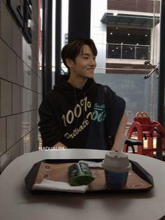 Nct Winwin, Korean People, K Idol, Ulzzang Boy, Reaction Pictures, Boyfriend Material, Nct 127, Nct Dream, Cute Boys