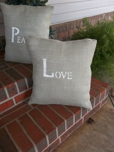 Very fond of burlap pillows.  I will make some in the near future!