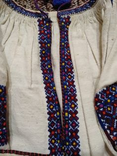 Traditional Outfits, Old And New, Friendship Bracelets, Embroidery, Stitch, Clothing, Fashion, Outfits, Moda