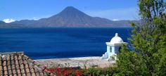 Lago de Atitlán et son volcan éponyme