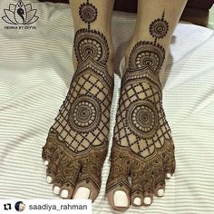 #follow us @hennafamily#hennafamily Beautiful work by!! #Repost @saadiya_rahman  Love @hennabydivya  #henna #Mehndi #bridalhenna #tattoo #feet #foot #feethenna #bodyart #bosyartist #legs #girl#wedding #bridal#bride #amazing