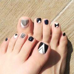 New pedicure nail art designs toenails black white Ideas Nail Art Designs, Pedicure Designs, White Nail Designs, Pedicure Nail Art, Toe Nail Designs, Toe Nail Art, White Pedicure, Pretty Toe Nails, Cute Toe Nails