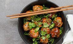 Saftiga, asiatiska köttbullar på kycklingfärs med koriander och hoisinglaze.