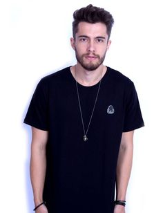Camiseta Masculina Lisa Preta. Um dos produtos que está participando da campanha DESCONTÃO DA PORRA com até 70% OFF. Passa lá www.qqy.com.br/outlet