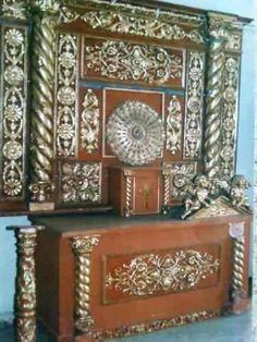 Altar En Madera Y Laminilla De Oro Barroco $83,303.74 USD Colombia Arte y Antigüedades