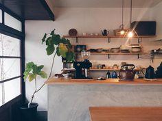 いいね!973件、コメント11件 ― Yohei Fukudaさん(@tofuyabus)のInstagramアカウント: 「* My favorite cafe☕** * * やっぱみるっこやね♂️ * 今回はお茶☕だけでしたが 次回は必ずやランチをいただきに参りますw * しかしここのお店の空間好きやわ〜◎」 Kitchen Dining, Kitchen Decor, Japan Interior, Cute Apartment, Interior Decorating, Interior Design, House Rooms, Kitchen Interior, Home Kitchens