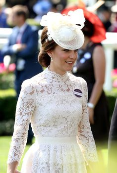 Kate Middleton Photos Photos - Catherine, Duchess of Cambridge is seen in the Parade Ring as she attends Royal Ascot 2017 at Ascot Racecourse on June 20, 2017 in Ascot, England. - Royal Ascot 2017 - Day 1