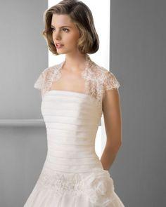 141 FINLANDIA / Wedding Dresses / 2013 Collection / Alma Novia / Shown with short sleeve Bolero (close up)