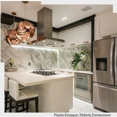 Cozinha para surpreender com a mistura do inox com o red gold. Amamos! . http://ift.tt/1U7uuvq arqdecoracao arqdecoracao @arquiteturadecoracao @acstudio.arquitetura