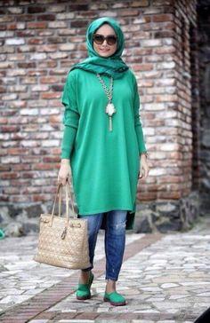 Fashion Arabic Style Illustration Description Hijab Fashion green long tunic hijab look Modest street hijab fashion www.justtrendygir – Read More – Hijab Fashion 2016, Muslim Women Fashion, Street Hijab Fashion, Islamic Fashion, Abaya Fashion, Hijab Chic, Hijab Outfit, Abaya Mode, Hijab Stile