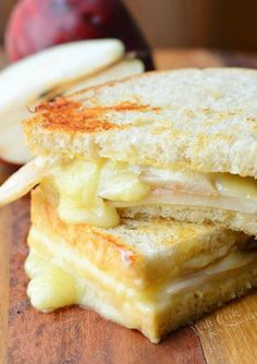 A new twist on grilled cheese-----sooooo yummy! Easy sandwich made with creamy Havarti cheese, sweet pear seared with honey and some Dijon mustard. Grill Sandwich, Sandwiches For Lunch, Soup And Sandwich, Steak Sandwiches, Grilled Cheese Sandwiches, Think Food, Love Food, Havarti Cheese, Cheese Bread