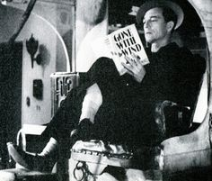 Buster Keaton reading Gone With the Wind. Old Hollywood Stars, Vintage Hollywood, Classic Hollywood, Buster Keaton, Celebrities Reading, Physical Comedy, Guys Read, Tomorrow Is Another Day, Gone With The Wind