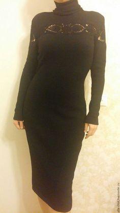 Купить или заказать Вязаное платье с ажурными вставками в интернет-магазине на Ярмарке Мастеров. Вязаное платье с ажурными вставками из итальянской шерсти меринос. Все ажурные вставки платья связаны вручную, крючком. Остальные детали-машинная вязка. В составе пряжи вязаного платья: шерсть меринос 95% и эластан 5%. Пряжа очень мягкая и комфортная в носке. Хорошо тянется, хорошо садится по фигуре. Так же, возможен заказ этого вязаного платья из пряжи других цветов(цвета по запросу).
