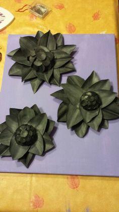 Bloemen van Fietsbanden maken Tire Art, Diy Projects To Try, Tired, Diy Crafts, Deco, Tableware, How To Make, Inspiration, School