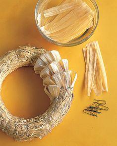 how to make a corn husk wreath