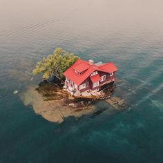 Nature - Travel: Wow fantastic place - Thousand Islands Unusual Homes, Unusual Things, Thousand Islands, Stuff To Do, Cool Stuff, Small Island, Camping Hacks, Introvert, Amazing Nature