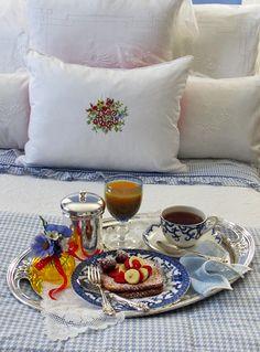 August 5, 2012  http://www.akeytothepantry.com/post/28783521006/breakfast-in-bed