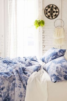 4040 Locust Lennon Tie-Dyed Comforter